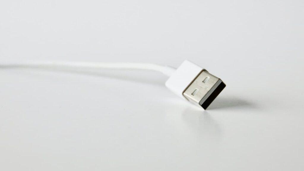 كيف أشبك الجوال على التلفزيون USB