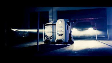 فولكس فاجن تستعرض روبوت يشحن السيارات الكهربائية